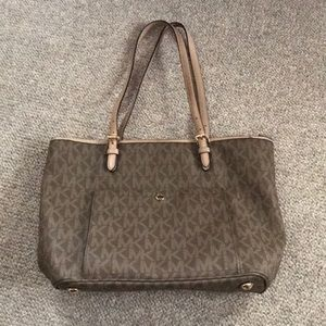 NWOT Michael Kors Purse!